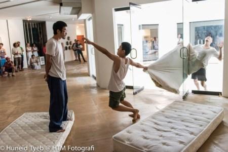 Dancers Leow Hui Min, Arson Ong and David Lim in 'Asing-Asing' at Rimbun Dahan, January 2015. Choreography by Lee Ren Xin. Photo: Huneid Tyeb.